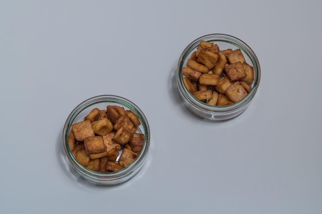 Das fertige Tofu Knusperli Rezept in einer Glasschüssel