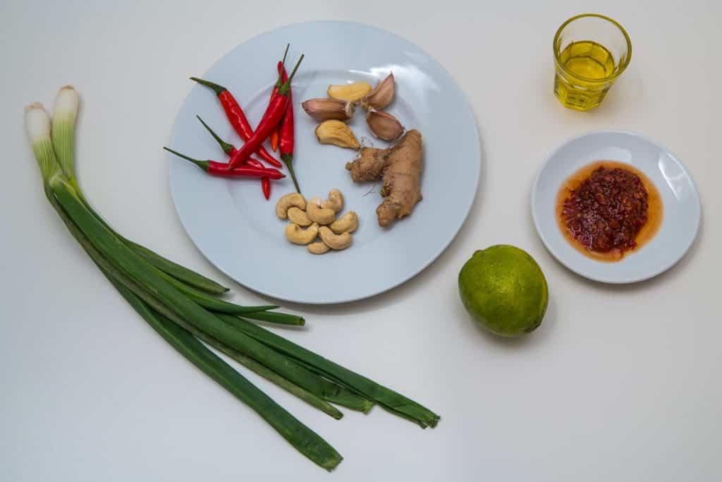 Zutaten für die Laksa Paste des Laksa Suppe mit Reisnudeln Rezepts