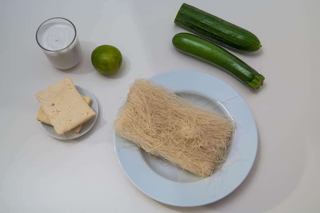 Zutaten für das Laksa Suppe mit Reisnudeln Rezept