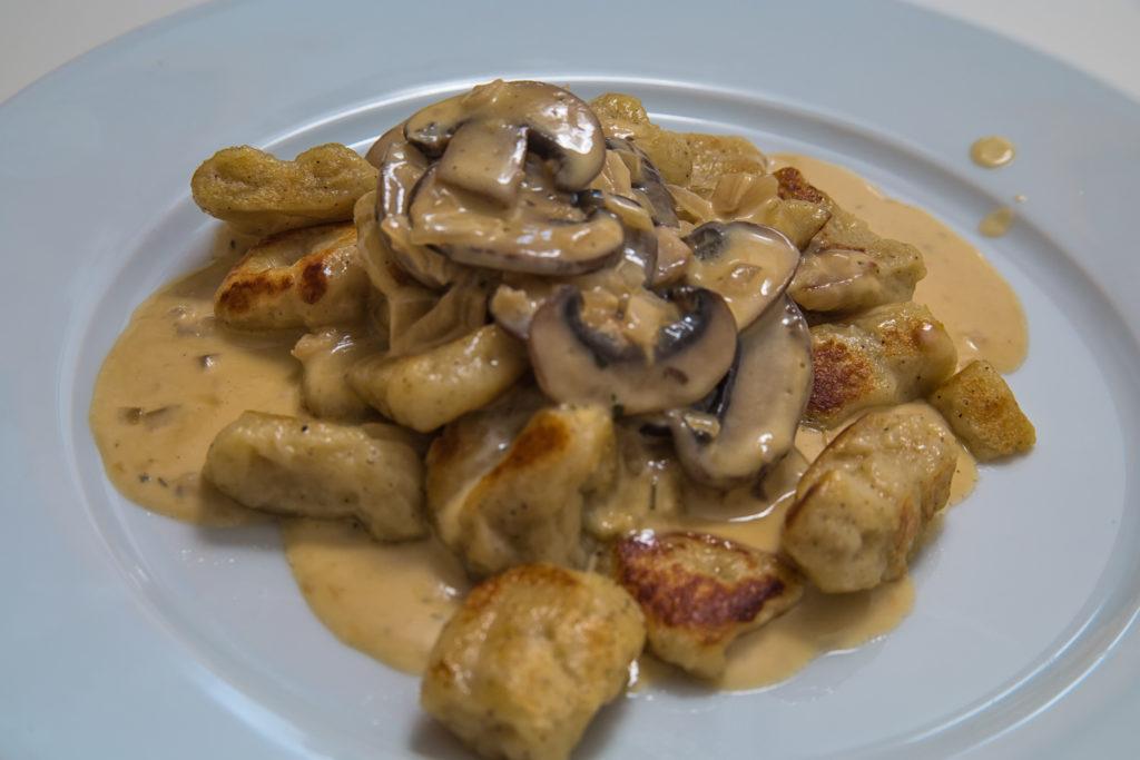 Das fertige Selbstgemachte Gnocchi mit Pilz-Rahm-Sauce Rezept