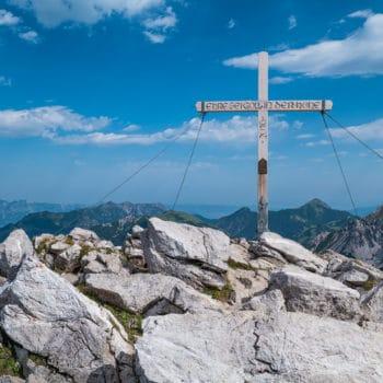 Das Gipfelkreuz des Augstenbergs
