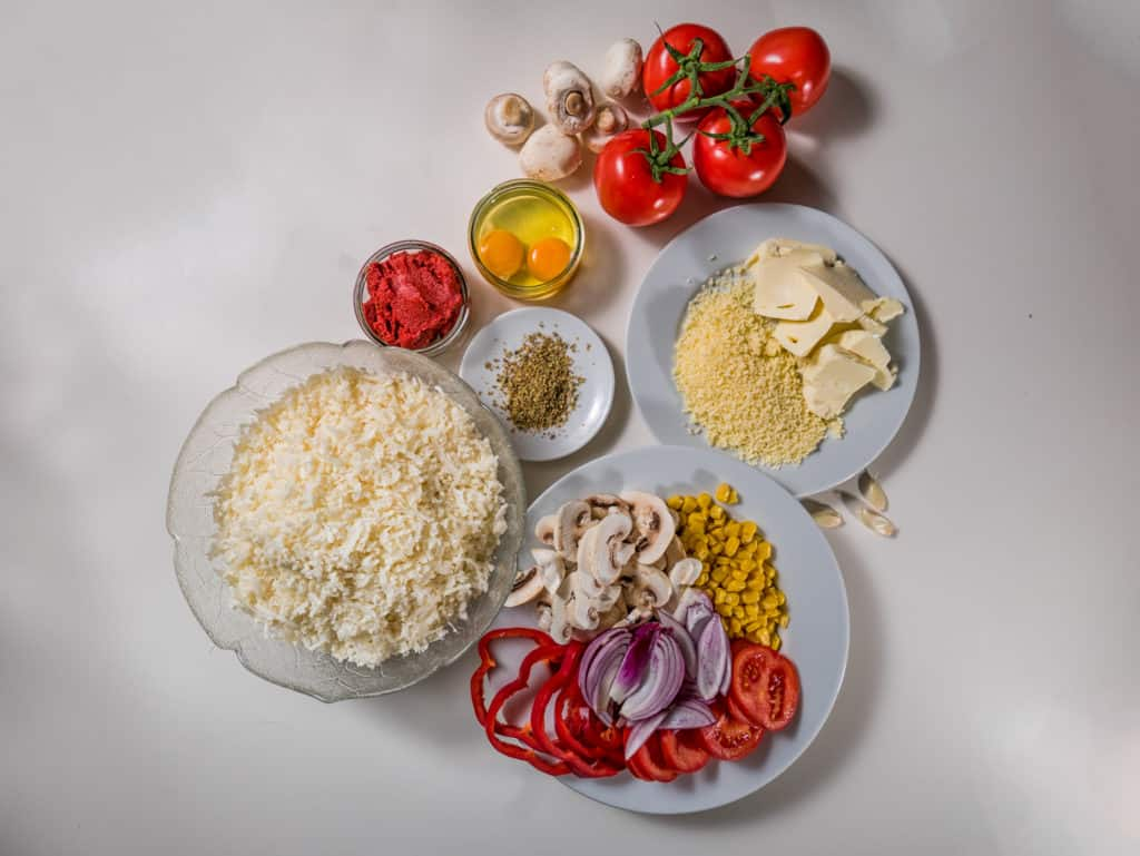 Alle Zutaten für das Low-Carb Blumenkohl Pizza Rezept