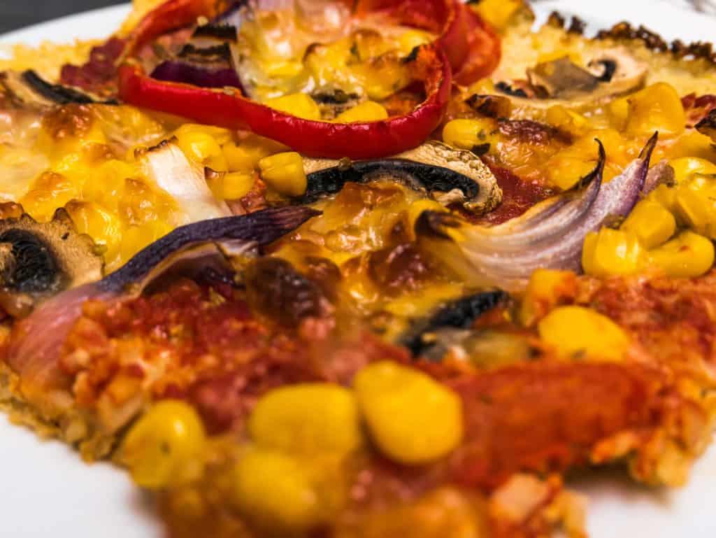 Das fertige Low-Carb Blumenkohl Pizza Rezept im Detail