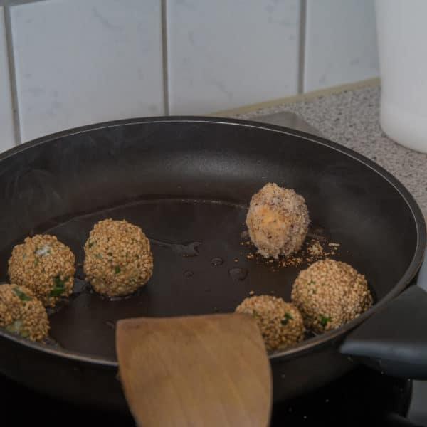 Zubereitung des Vegetarische Bällchen mit Linsen und Feta Rezepts