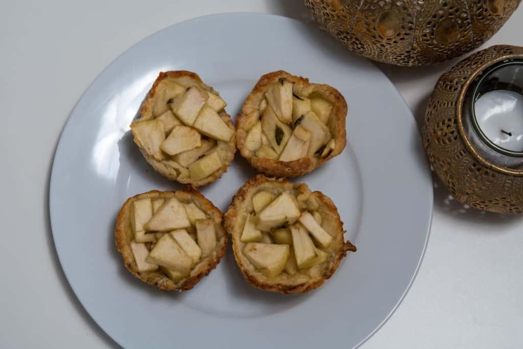 Das fertige Apfel und Gorgonzola Törtchen Rezept