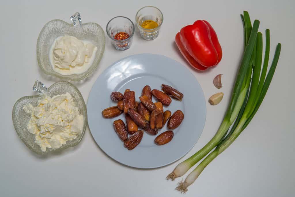 Alle Zutaten für das Curry-Dattel-Brotaufstrich mit Cayennepfeffer Rezept