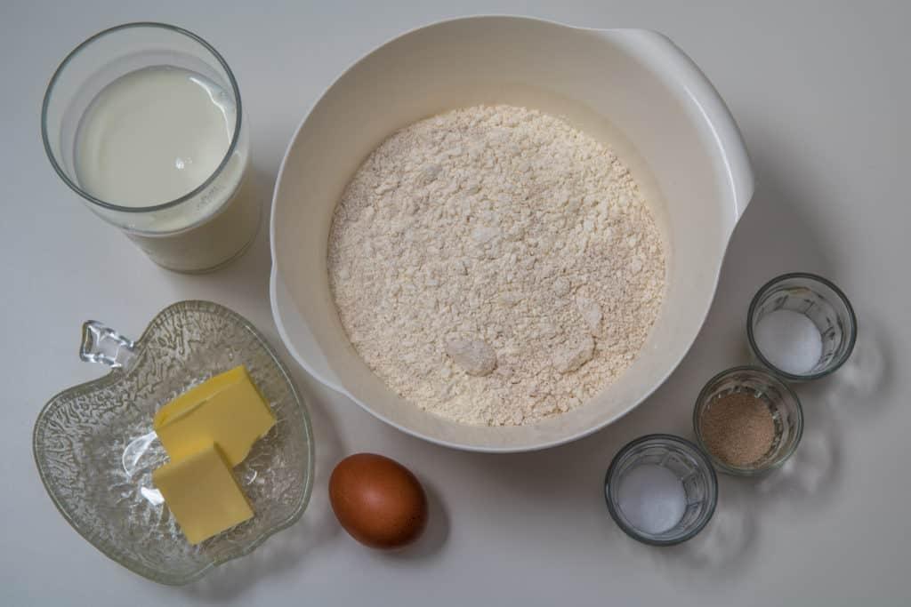Zutaten für den Teig des Fleisch und Käse Piroggen Rezepts
