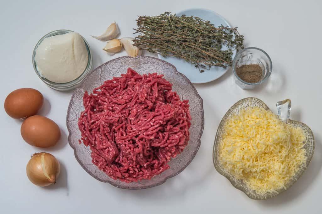 Zutaten für das Fleisch und Käse Piroggen Rezept