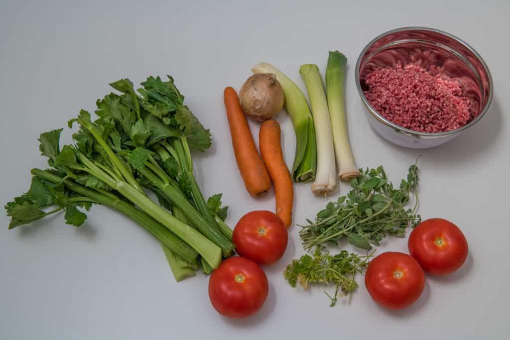 Zutaten für die Füllung des Fleischkuchen Rezepts