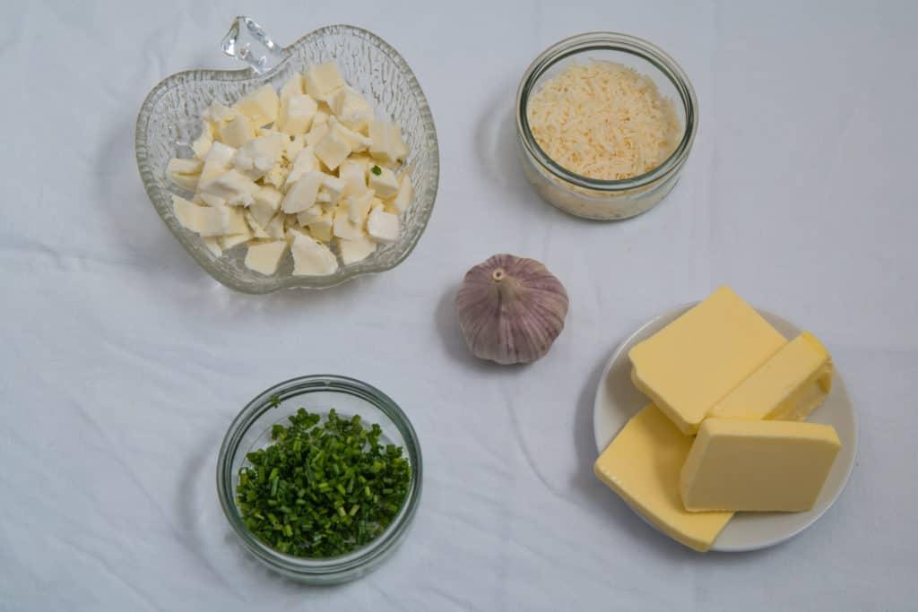 Zutaten für die Füllung des Geflochtenes Knoblauchbrot Deluxe Rezepts