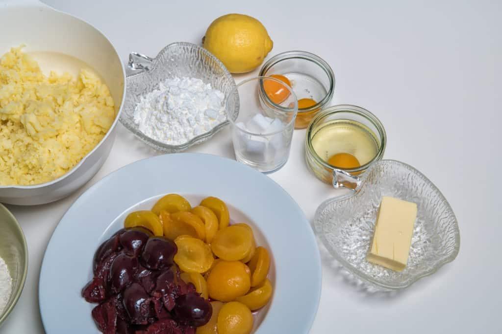 Zutaten für das Zwetschgen- und Aprikosenknödel mit Vanillesauce Rezept