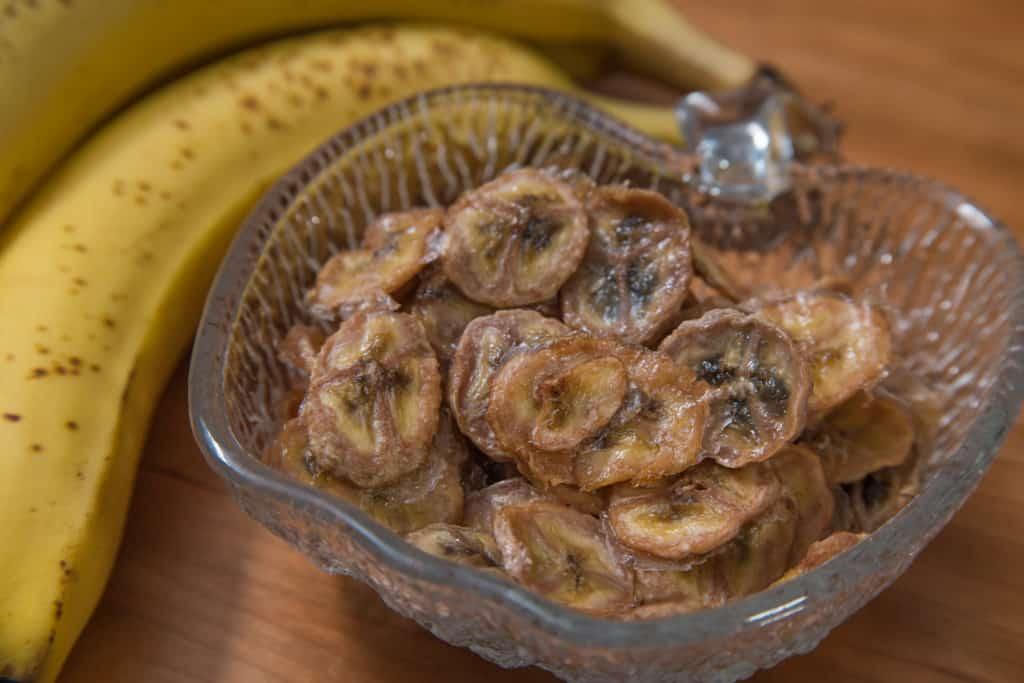 Das fertige Selbstgemachte Bananenchips Rezept
