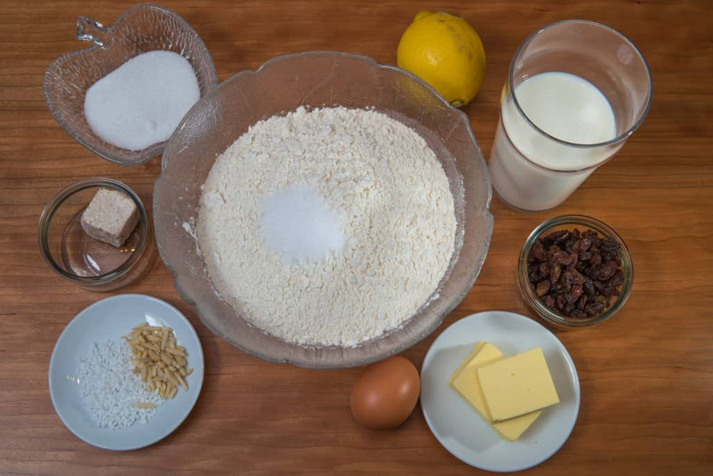 Zutaten für das Selbstgemachter Dreikönigskuchen Rezept