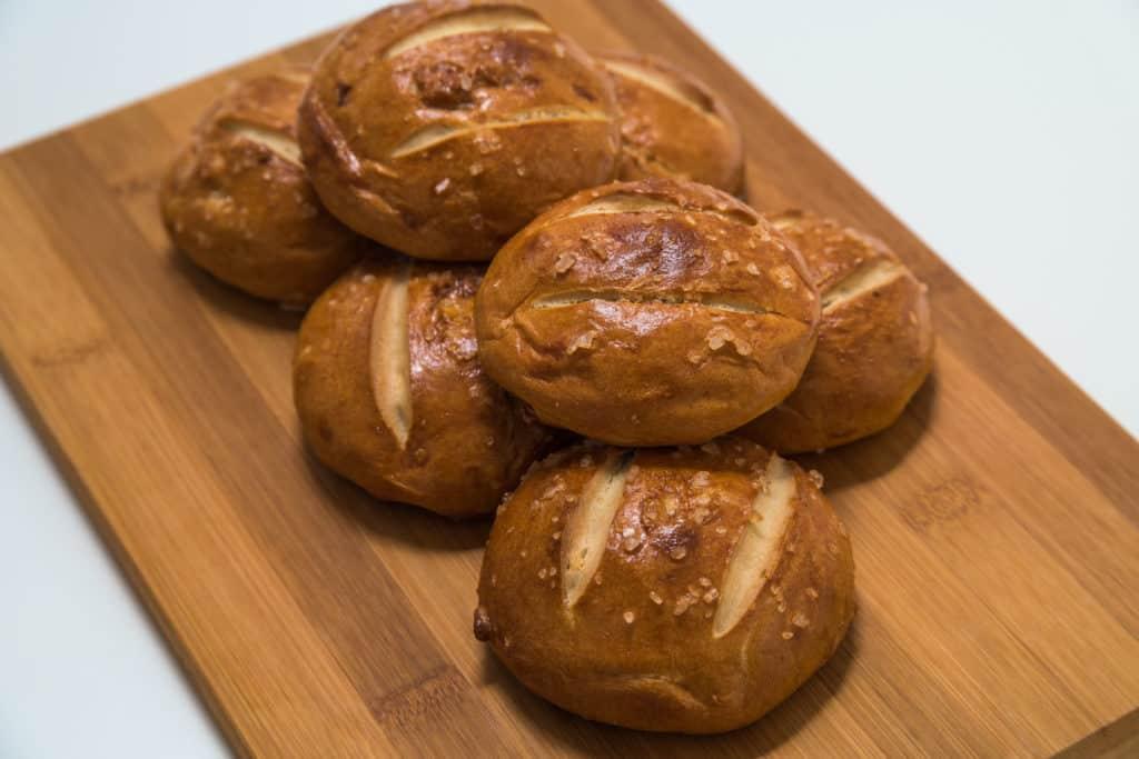 Das fertig gebackene Silserli (Laugenbrötchen) Rezept